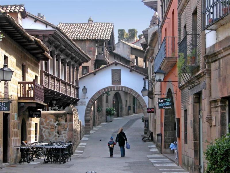 Magic of spain in the poble espanyol stay in barcelona - Casas gratis en pueblos de espana ...