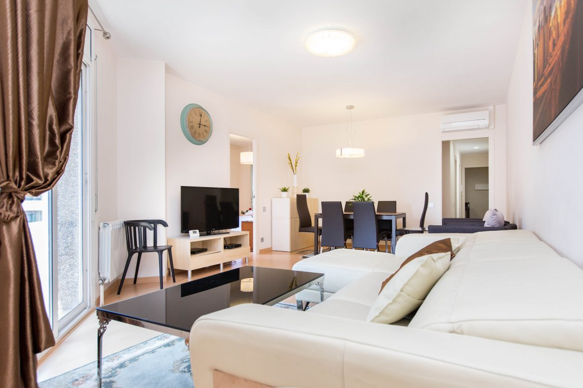 Golden central muntaner tips stay in barcelona for Central apartments barcelona
